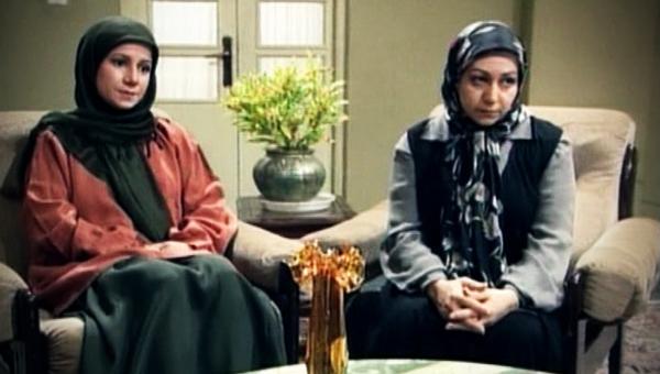 لیلی رشیدی در صحنه سریال تلویزیونی بدون شرح به همراه مریم سعادت