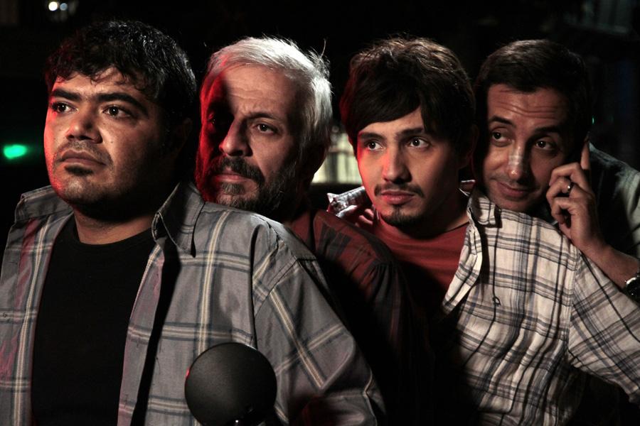 کاظم سیاحی در صحنه سریال تلویزیونی لیسانسهها به همراه امیر کاظمی و امیرحسین رستمی