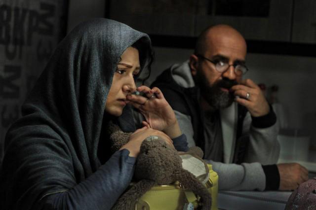 فیلم سینمایی شنل با حضور باران کوثری و مهدی حسینینیا