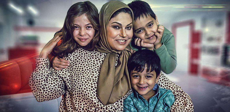 حامد کیازال در صحنه سریال تلویزیونی همه بچههای من به همراه مهرانه مهینترابی