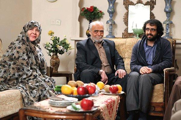 آفرین عبیسی در صحنه سریال تلویزیونی تنهایی لیلا به همراه اکبر زنجانپور و بهروز شعیبی