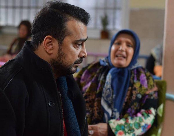 سپند امیرسلیمانی در صحنه سریال تلویزیونی سرگذشت به همراه شهین تسلیمی
