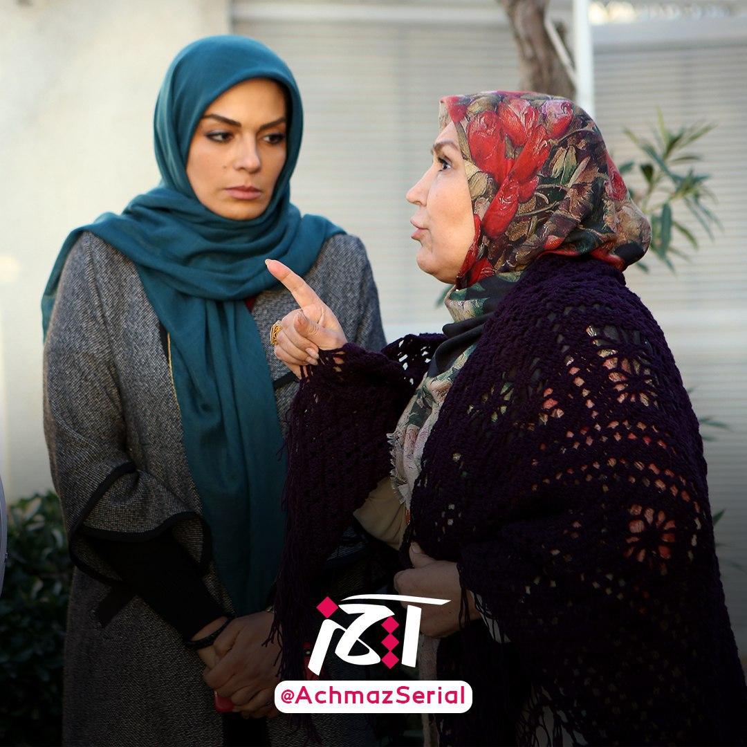 سارا خوئینیها در صحنه سریال تلویزیونی آچمز به همراه مهوش صبرکن