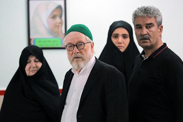 جهانبخش سلطانی در صحنه سریال تلویزیونی سر دلبران به همراه جعفر دهقان، رابعه مدنی و متین ستوده
