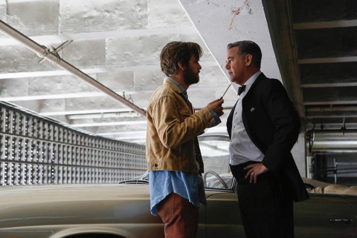 Gethin Anthony در صحنه سریال تلویزیونی آکواریس به همراه Spencer Garrett