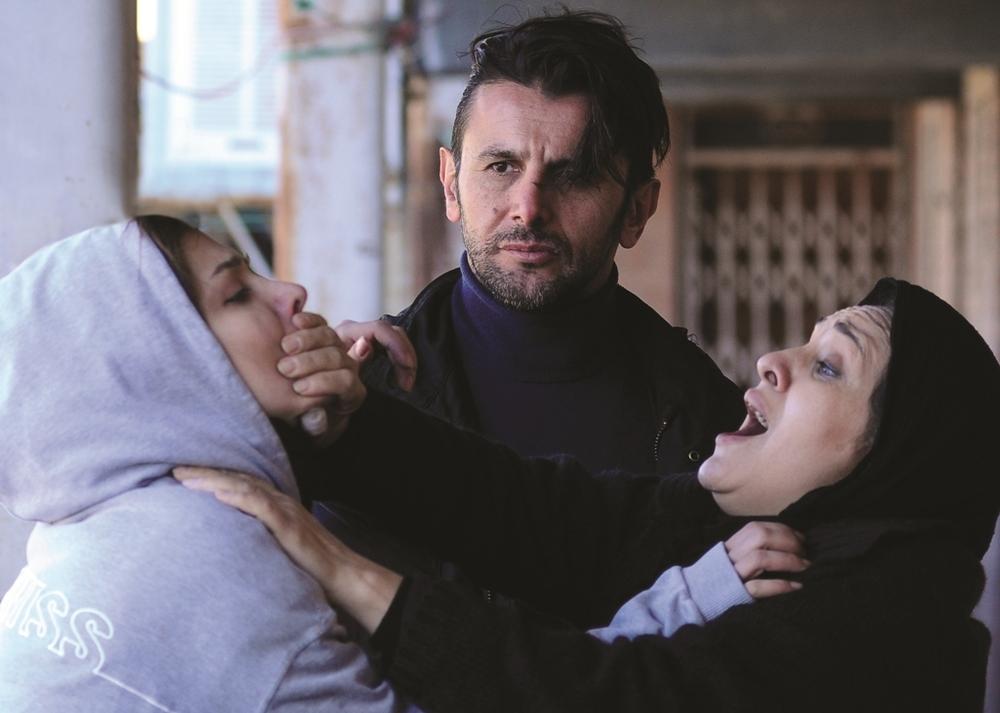 رویا نونهالی در صحنه فیلم سینمایی هلن به همراه امین حیایی