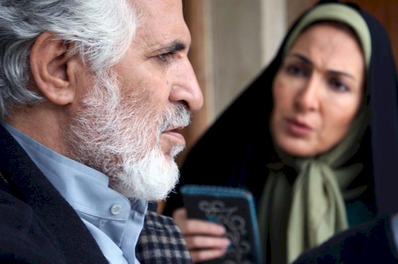 رحمان باقریان در صحنه سریال تلویزیونی دوردستها به همراه فاطمه گودرزی
