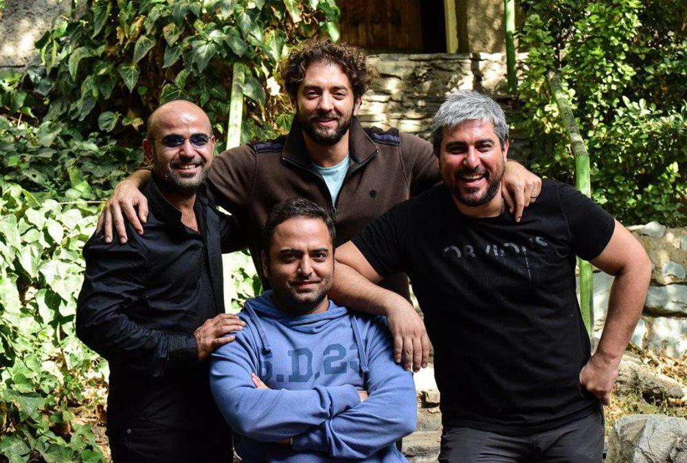 تینو صالحی در پشت صحنه فیلم سینمایی چهارراه استانبول به همراه محسن کیایی، بهرام رادان و بابک بهشاد