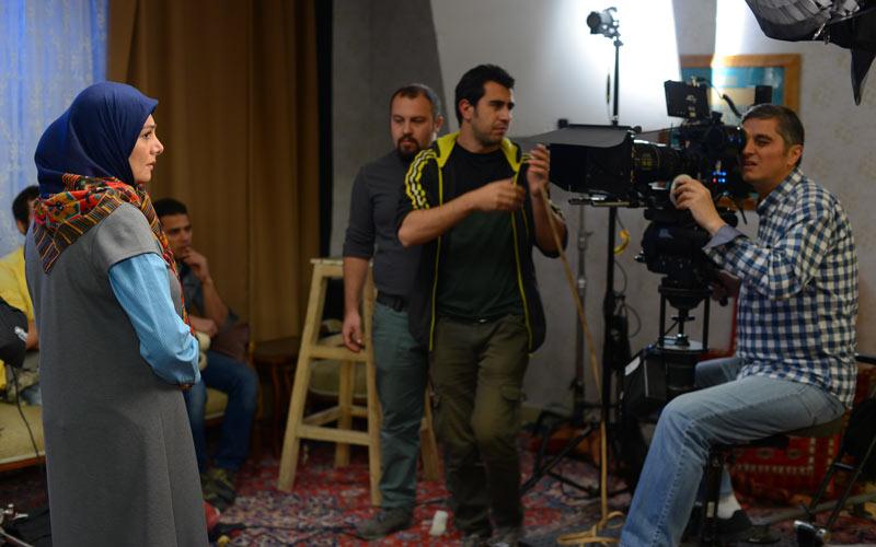 فرشاد بشیرزاده در پشت صحنه فیلم سینمایی دلبری به همراه هنگامه قاضیانی