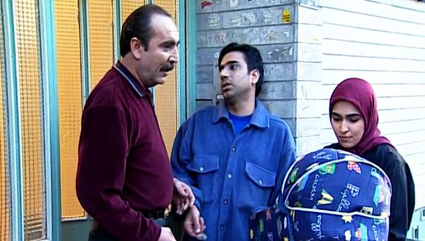 بیوک میرزایی در صحنه سریال تلویزیونی روزگار جوانی به همراه نصرالله رادش