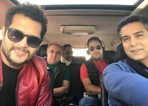 حسین سهیلیزاده در پشت صحنه سریال تلویزیونی هست و نیست به همراه سیاوش خیرابی و حمیدرضا پگاه