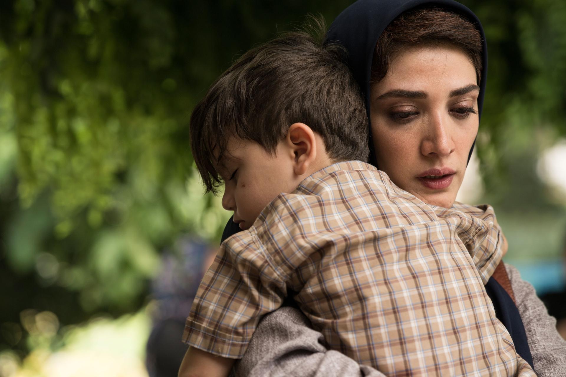 فیلم سینمایی تابستان داغ با حضور مینا ساداتی