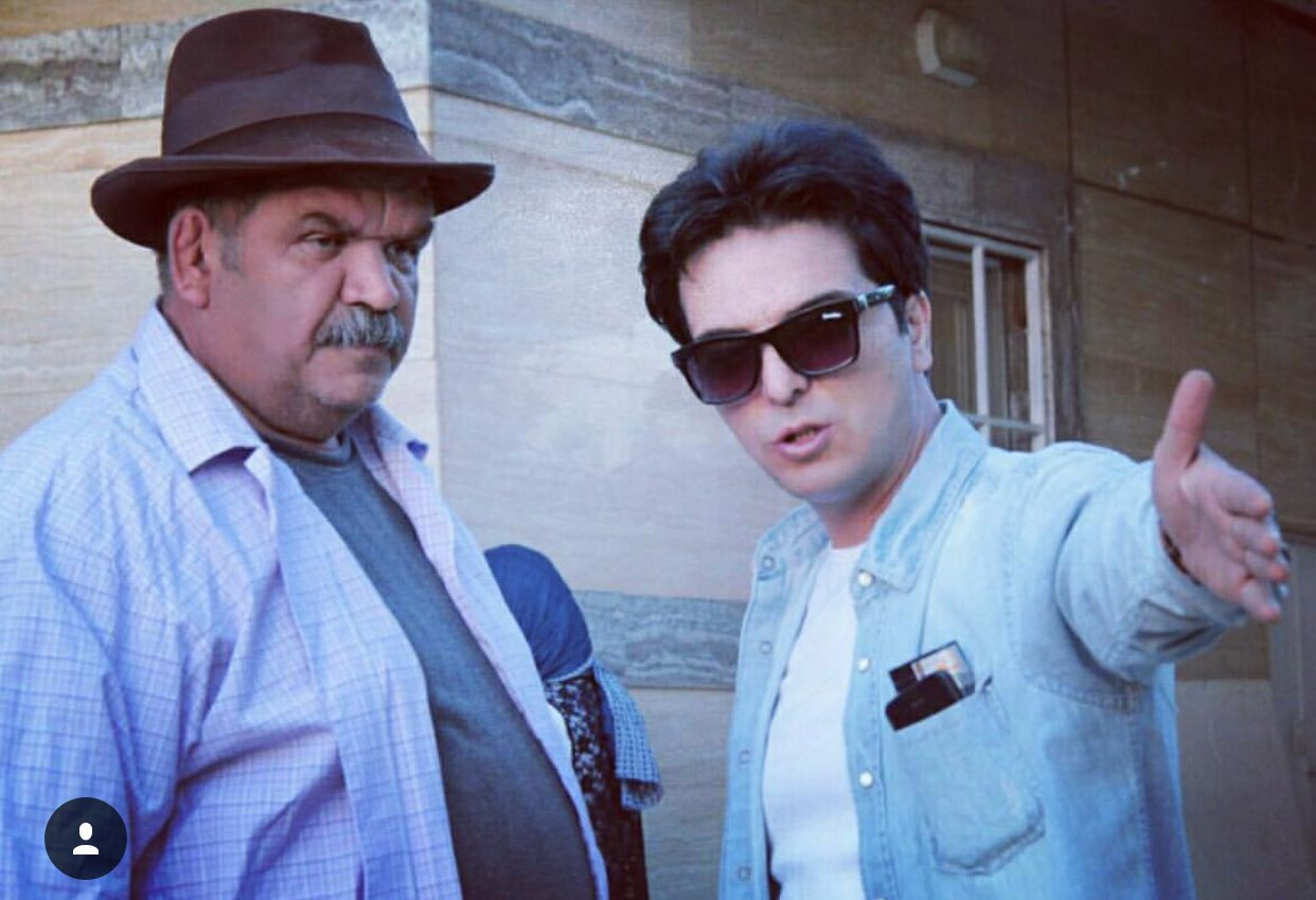 کیانوش گرامی در پشت صحنه سریال تلویزیونی مس به همراه عبدالرضا صادقیجهانی