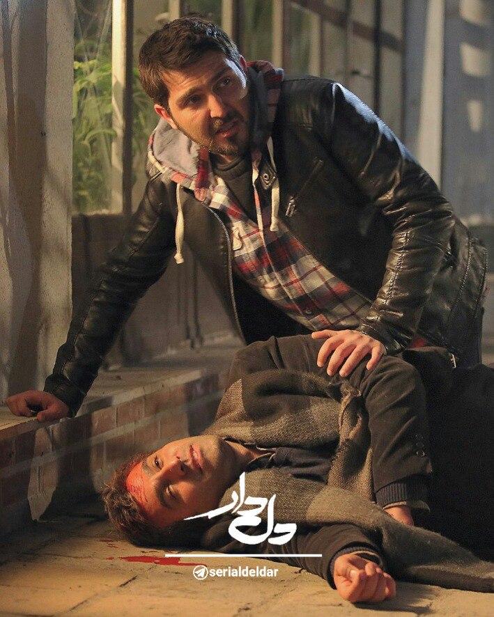 محمدرضا غفاری در صحنه سریال تلویزیونی دل دار به همراه نیما رئیسی