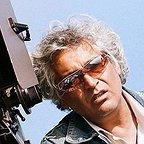 تصویری از فرجالله حیدری، مدیر فیلم برداری سینما و تلویزیون در پشت صحنه یکی از آثارش