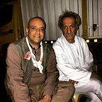 تصویری از محمدعلی سلیمانتاش، بازیگر سینما و تلویزیون در پشت صحنه یکی از آثارش به همراه سیاوش طهمورث
