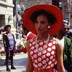 سریال تلویزیونی The Women of Brewster Place با حضور Lynn Whitfield و Robin Givens