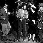 فیلم سینمایی گنج های سیرامادره با حضور والتر هیوستون، تیم هالت، هامفری بوگارت و جان هیوستون