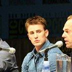 فیلم سینمایی کاپیتان آمریکا: نخستین انتقام جو با حضور جو جانستون، هوگو ویوینگ و کریس ایوانز