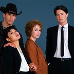 سریال تلویزیونی توئین پیکس با حضور جوآن چن، Piper Laurie، کایل مک لاکلن و Michael Ontkean