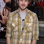 فیلم سینمایی Dumb and Dumberer: When Harry Met Lloyd با حضور Shawn Ashmore