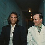 فیلم سینمایی فساد ذاتی با حضور خوآکین فونیکس و Jefferson Mays