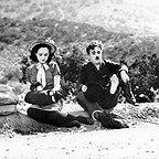 فیلم سینمایی عصر جدید با حضور چارلی چاپلین و Paulette Goddard