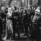 فیلم سینمایی ماجراهای رابین هود با حضور Errol Flynn، Olivia de Havilland، Ian Hunter، Patric Knowles، Alan Hale، Eugene Pallette و Herbert Mundin