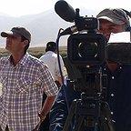 تصویری از حجت الله خسروی، تهیه کننده و مجری طرح سینما و تلویزیون در حال بازیگری سر صحنه یکی از آثارش