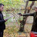 تصویری از حمید بهرامیان، بازیگر و برنامهریزی سینما و تلویزیون در حال بازیگری سر صحنه یکی از آثارش