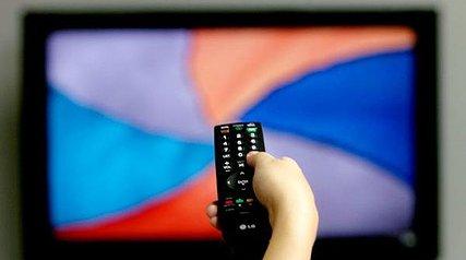 چند روز در ساعت تلویزیون تماشا میکنید؟ آیا از رسانه ملی رضایت دارید؟