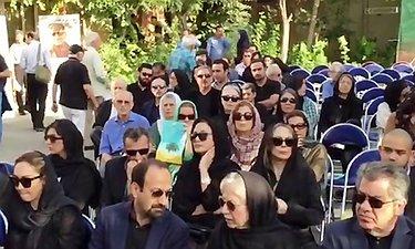 نماز مردم و هنرمندان بر پیکر عباس کیارستمی