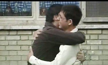 اولین دیدار بهرام و پویا (سیاوش خیرابی و محسن افشانی) در سریال «ترانه مادری»