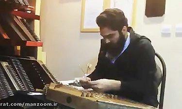 علی زندوکیلی در حال نوازندگی قطعه ای از فیلم سنتوری