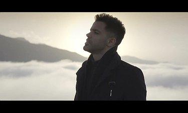 موزیک ویدیوی فیلم سینمایی آذر با صدای سیروان خسروی