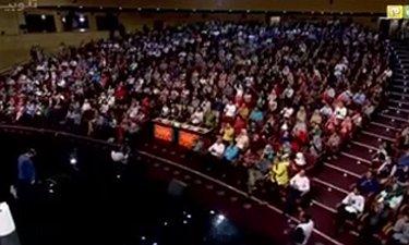 زانو زدن مجید افشاری در برابر مردم ایران