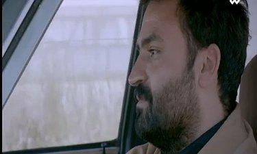 سکانسی از بازی علی میرزایی در سریال بیگانهای با من است